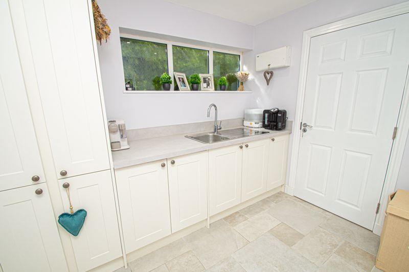 4 bed house for sale in Tennyson Road  - Property Image 9