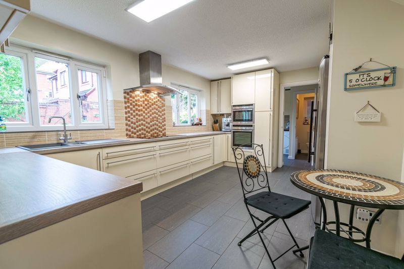 5 bed house for sale in Foxholes Lane 2
