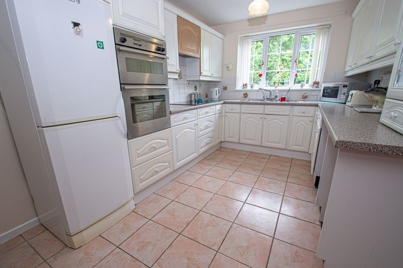3 bed house for sale in High Trees Close 2