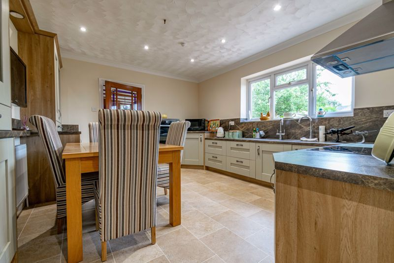 2 bed bungalow for sale in Willow Road 2