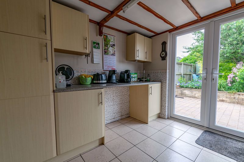 2 bed bungalow for sale in Willow Road 11