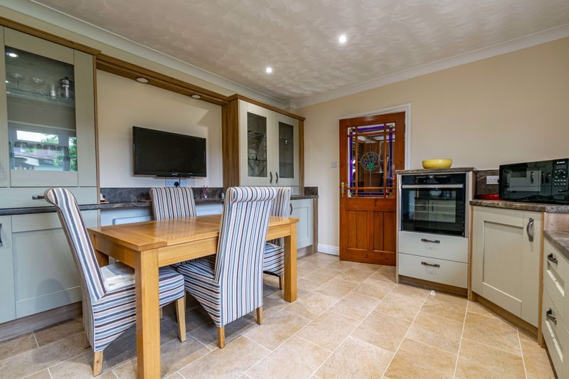2 bed bungalow for sale in Willow Road 3