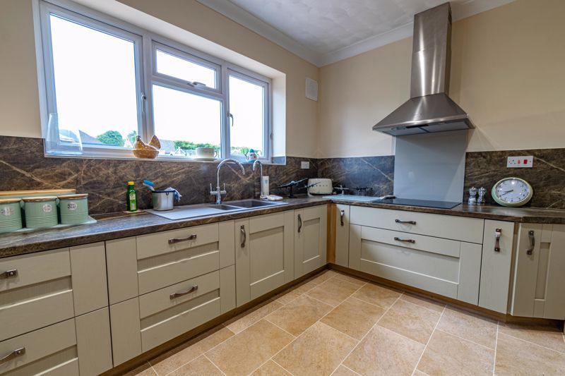 2 bed bungalow for sale in Willow Road 4