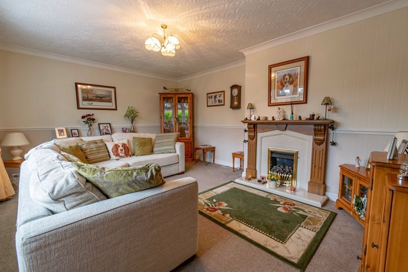 2 bed bungalow for sale in Willow Road 5
