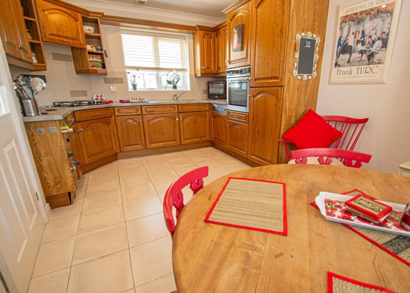 2 bed bungalow for sale in Covers Lane 4