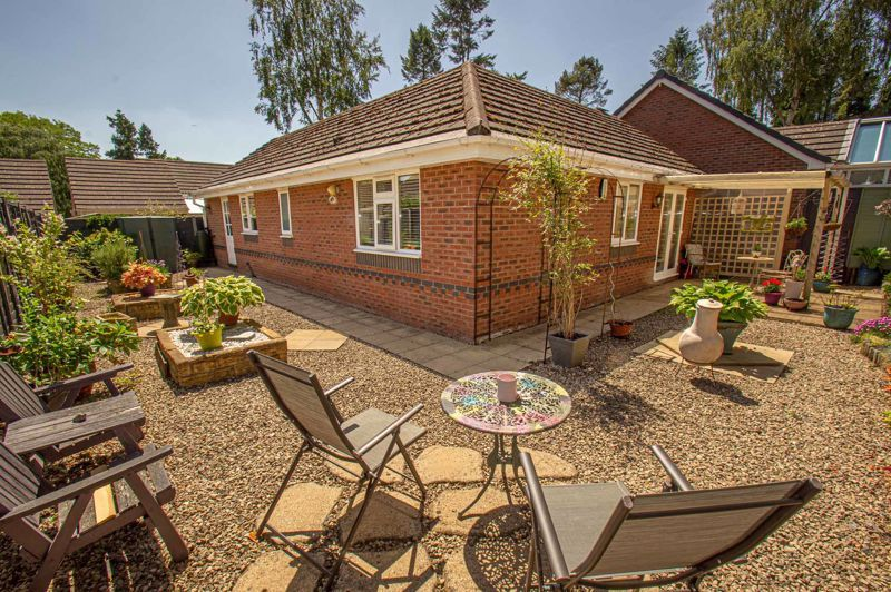 2 bed bungalow for sale in Covers Lane 10