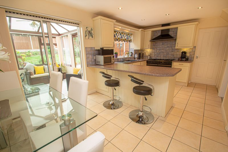 3 bed house for sale in Alveston Close 2