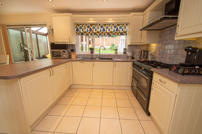 3 bed house for sale in Alveston Close 3