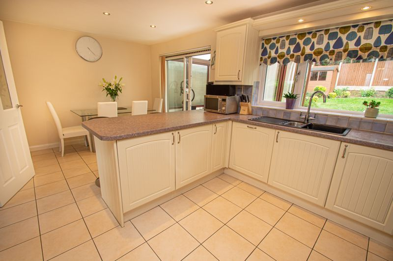3 bed house for sale in Alveston Close  - Property Image 4