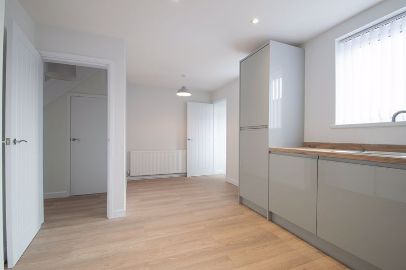 3 bed house for sale in Sandfield Road 6