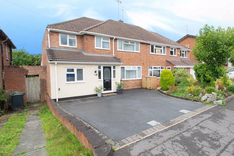 4 bed house for sale in Witley Avenue 1