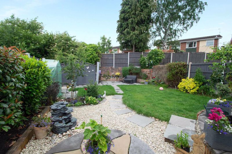4 bed house for sale in Witley Avenue 11