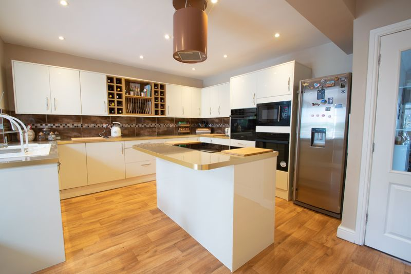 4 bed house for sale in Witley Avenue 14