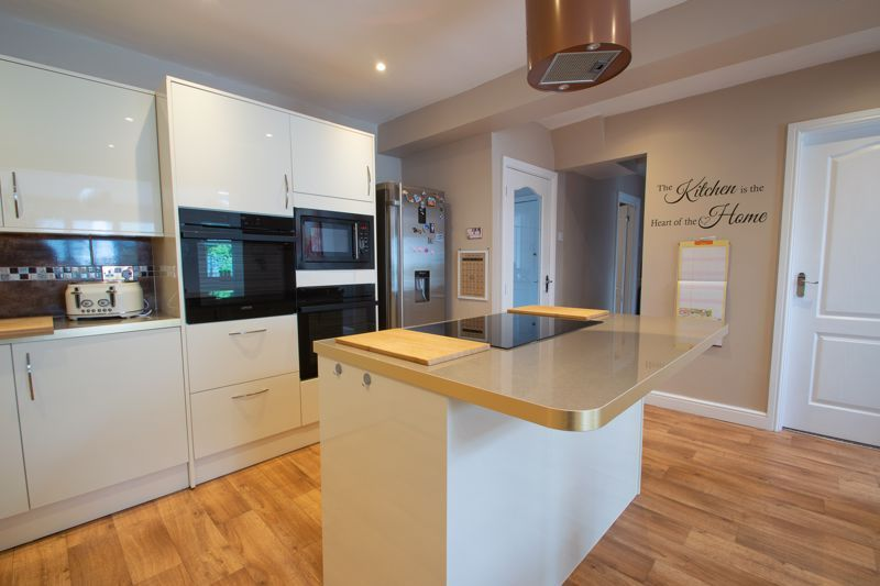 4 bed house for sale in Witley Avenue 4