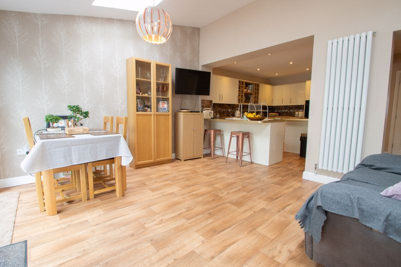 4 bed house for sale in Witley Avenue 6