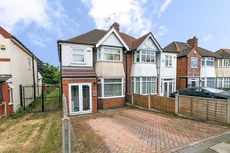 3 bed house for sale in Farren Road 1
