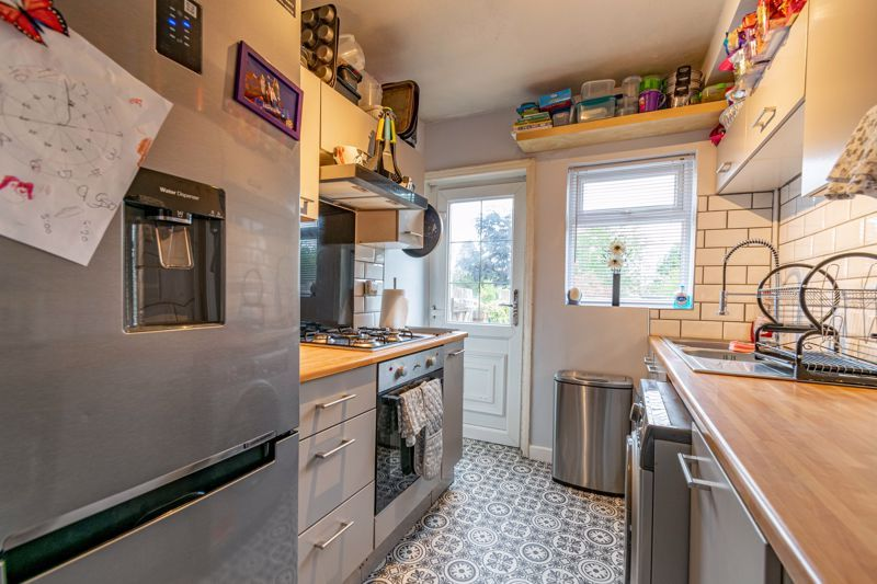 3 bed house for sale in Farren Road  - Property Image 4