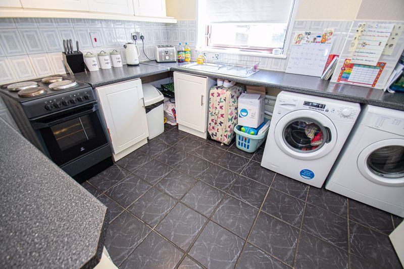 2 bed house for sale in Sandhurst Close 5