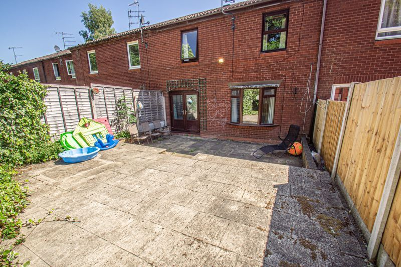 2 bed house for sale in Sandhurst Close 10