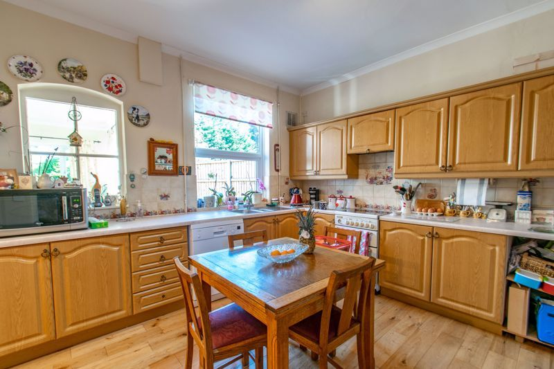 5 bed house for sale in Bromsgrove Road 6