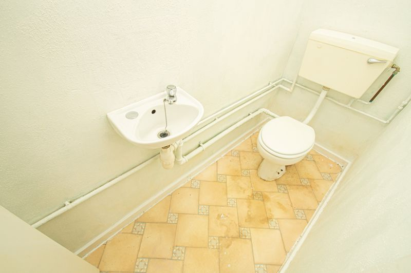 2 bed house for sale in Rookery Avenue 6