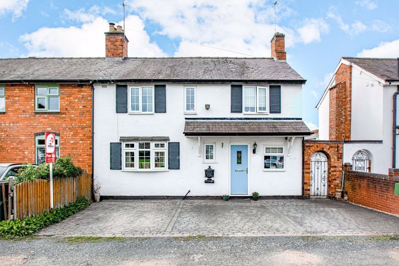 3 bed cottage for sale in Shaw Lane 1