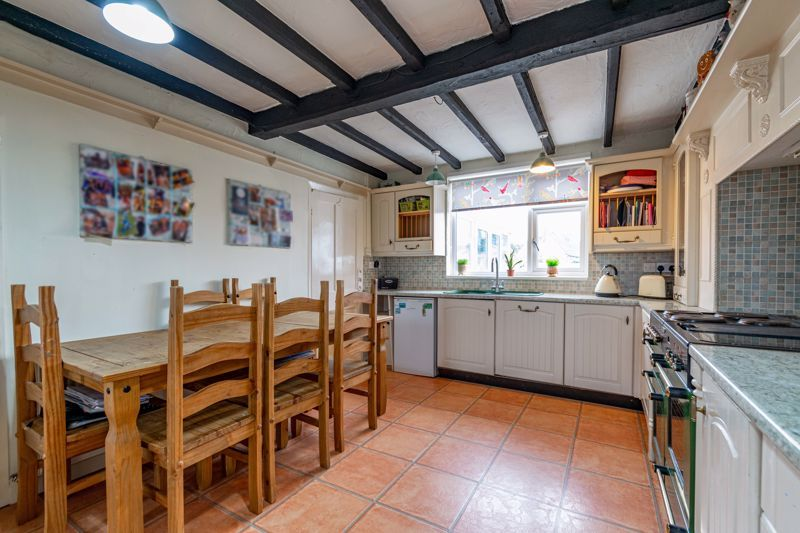 3 bed cottage for sale in Shaw Lane 2