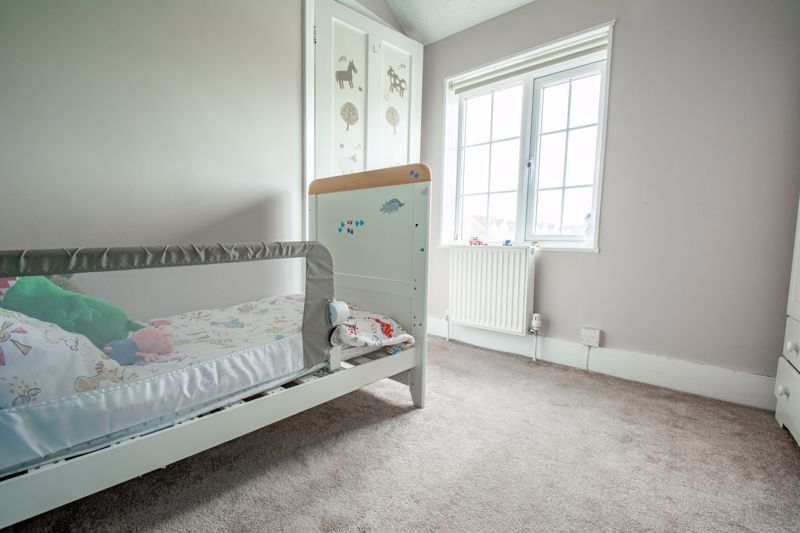 3 bed cottage for sale in Shaw Lane 11
