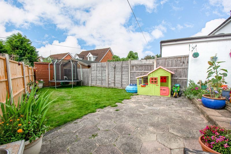 3 bed cottage for sale in Shaw Lane 13