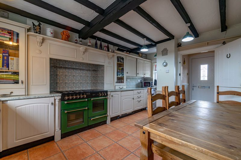 3 bed cottage for sale in Shaw Lane 3