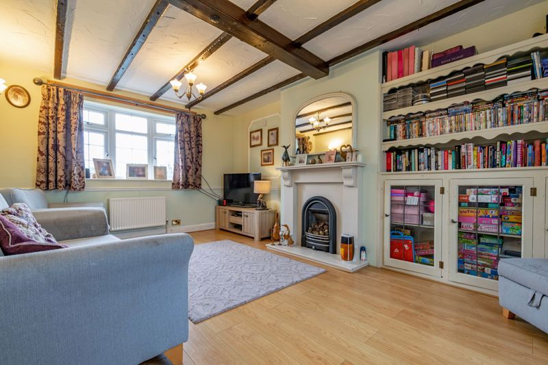 3 bed cottage for sale in Shaw Lane 4
