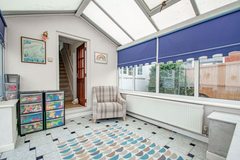 3 bed cottage for sale in Shaw Lane 6