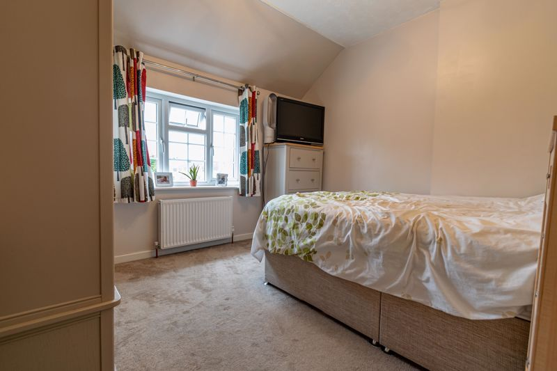 3 bed cottage for sale in Shaw Lane 7
