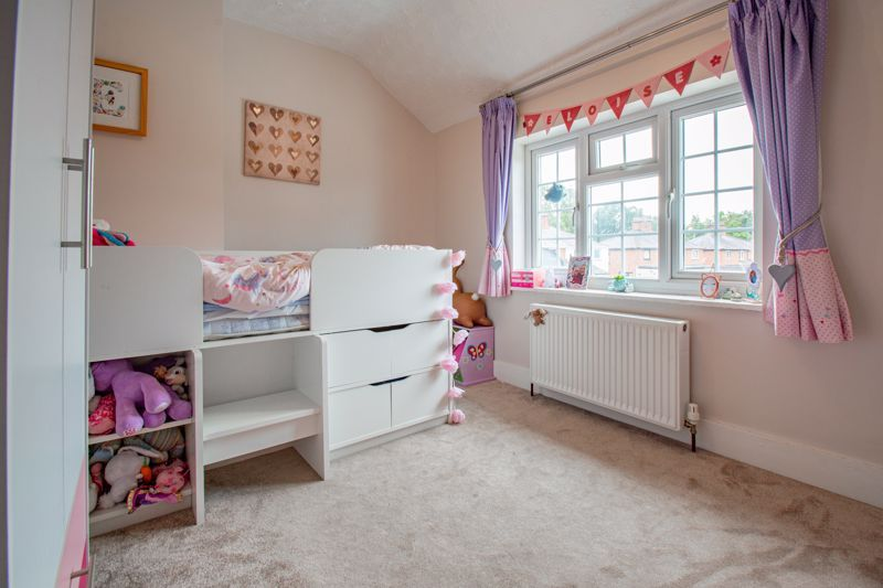 3 bed cottage for sale in Shaw Lane 9