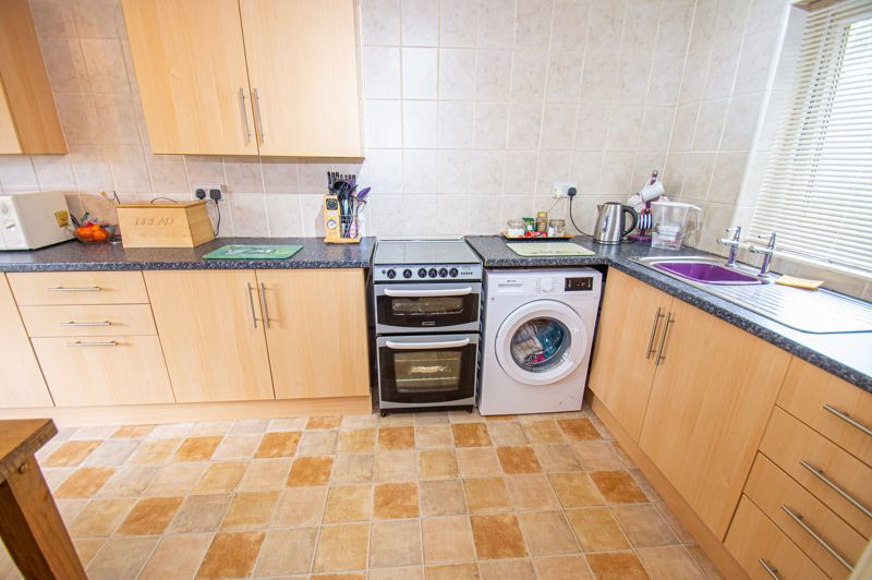 3 bed house for sale in Winforton Close 3