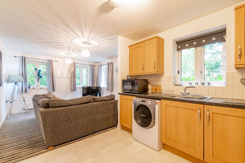2 bed flat for sale in School Drive  - Property Image 3
