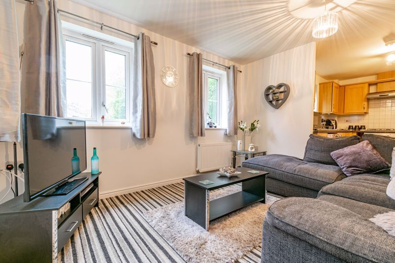 2 bed flat for sale in School Drive  - Property Image 5