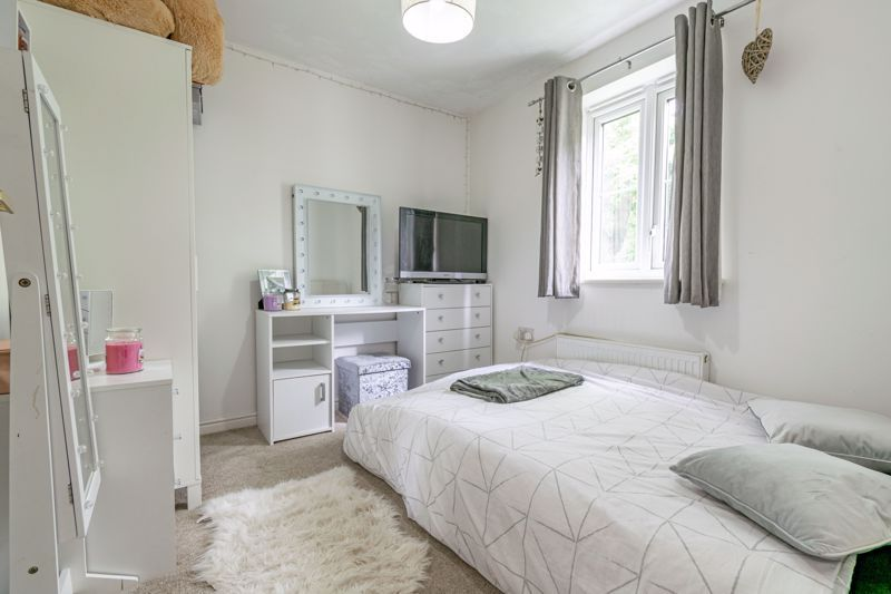 2 bed flat for sale in School Drive  - Property Image 8