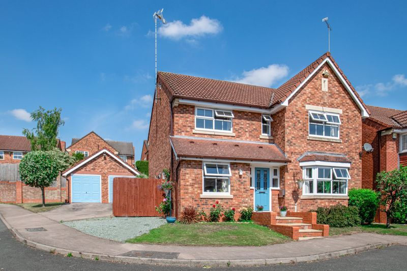 4 bed house for sale in Ettingley Close - Property Image 1