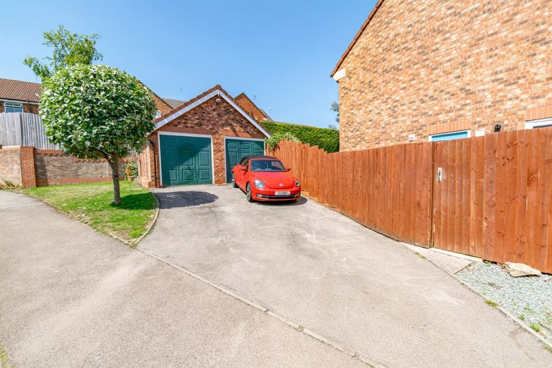 4 bed house for sale in Ettingley Close 16