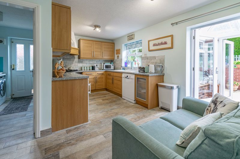 4 bed house for sale in Ettingley Close 3