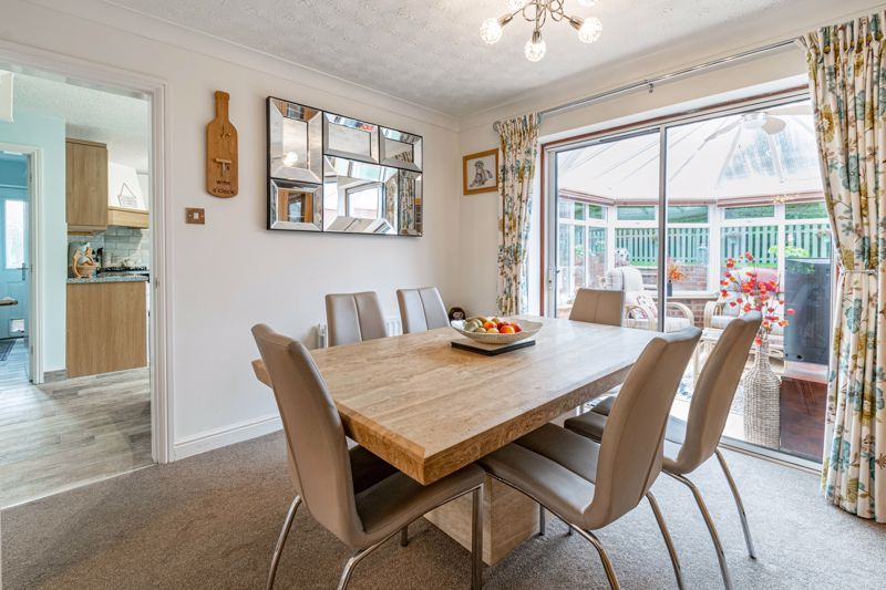 4 bed house for sale in Ettingley Close 5