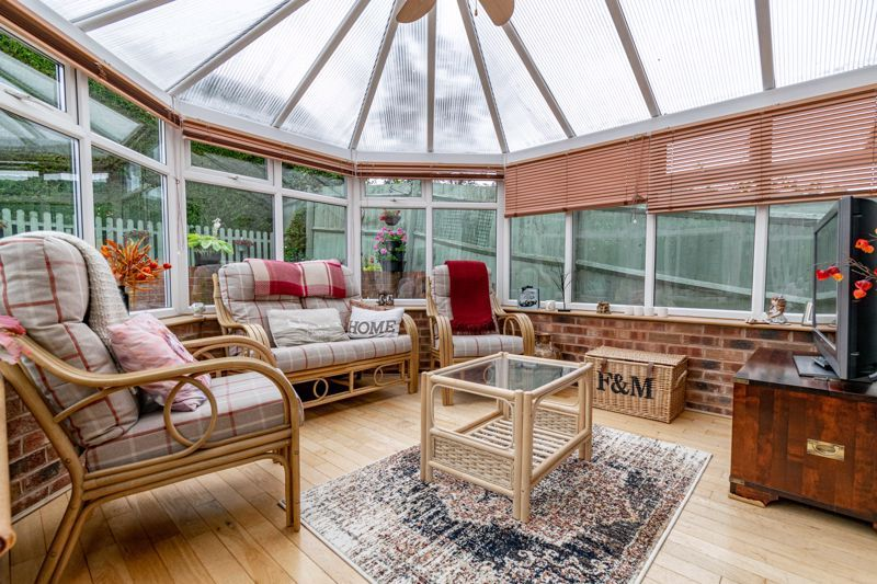 4 bed house for sale in Ettingley Close 6
