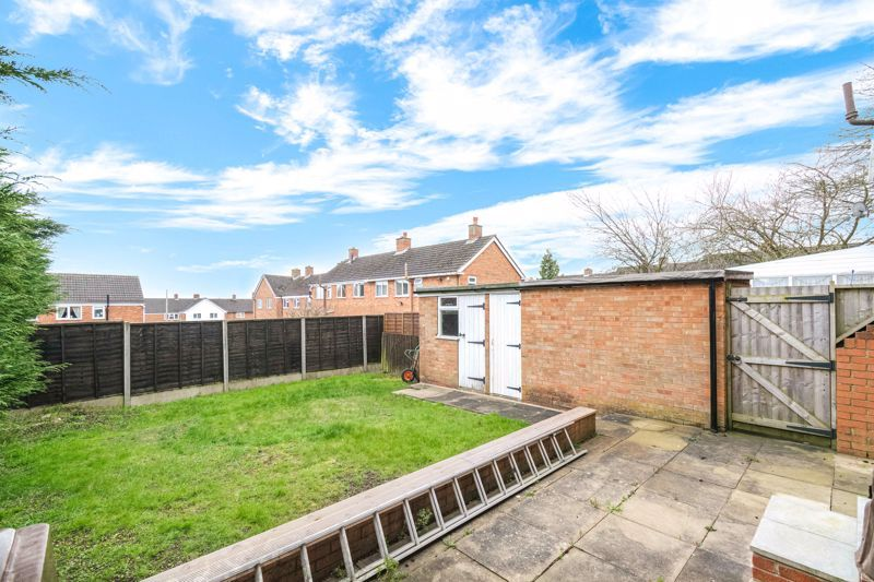 4 bed house to rent in Whitford Close 13