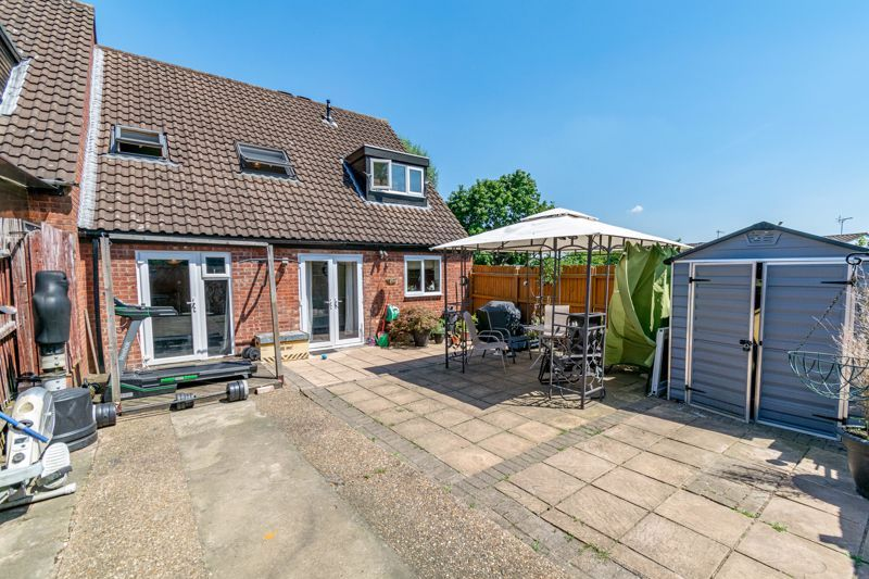 3 bed house for sale in Edgeworth Close 13