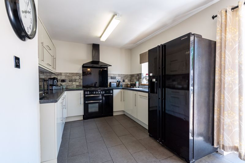 3 bed house for sale in Edgeworth Close 4