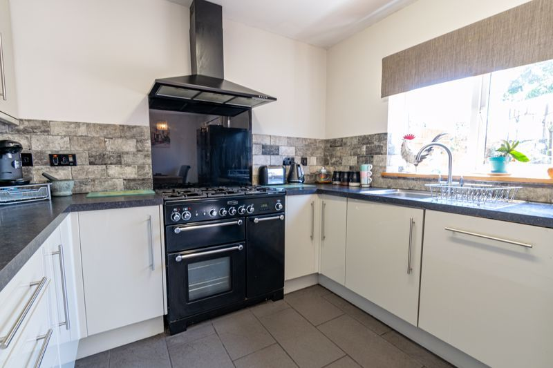 3 bed house for sale in Edgeworth Close 5