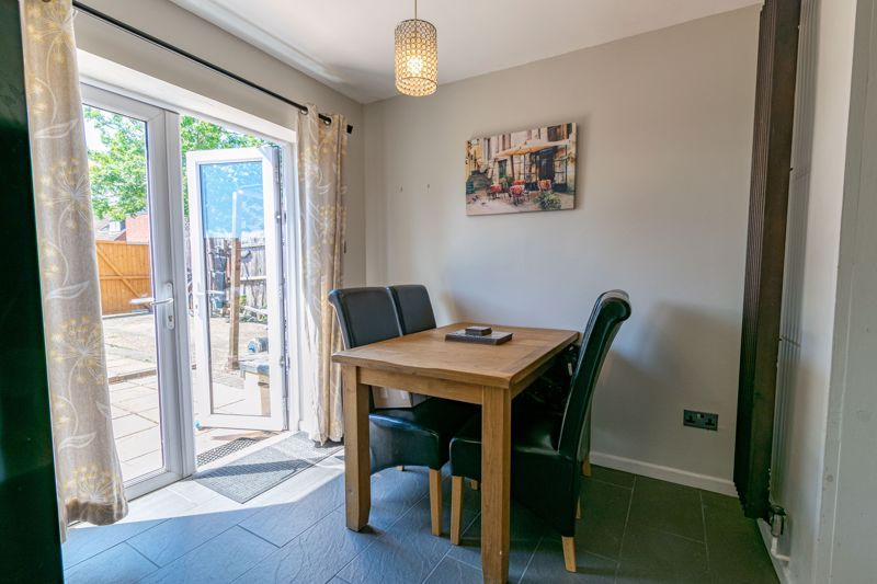 3 bed house for sale in Edgeworth Close 6