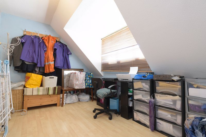 3 bed house for sale in Edgeworth Close 10