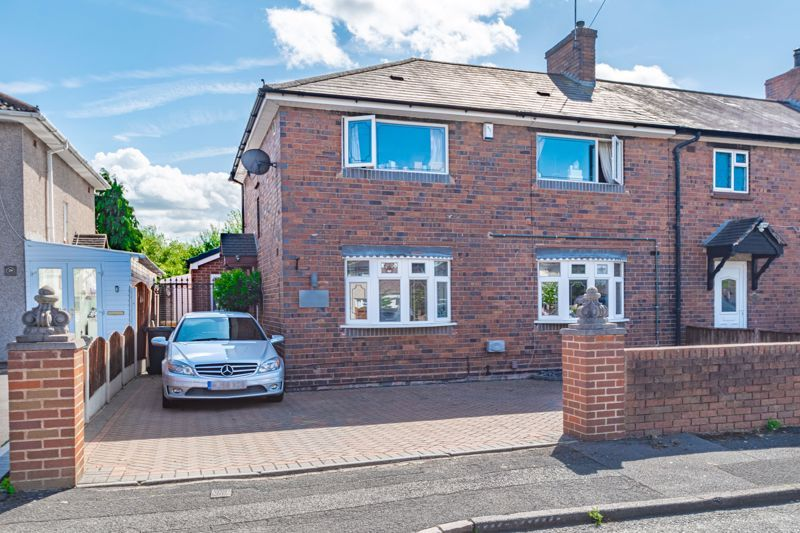 4 bed house for sale in Newark Road - Property Image 1